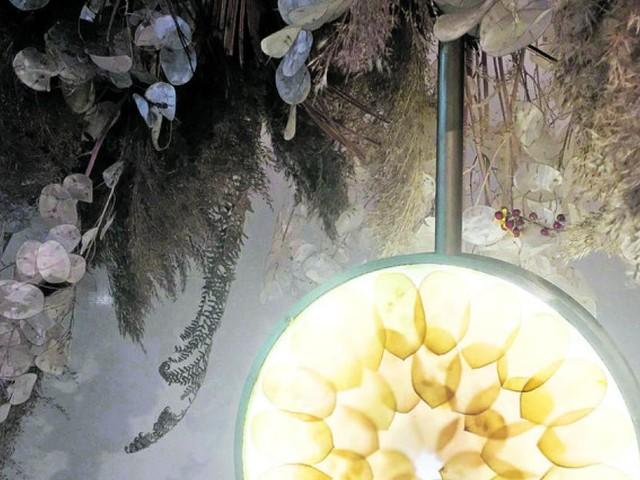 Die Leuchte aus Blütenblättern
