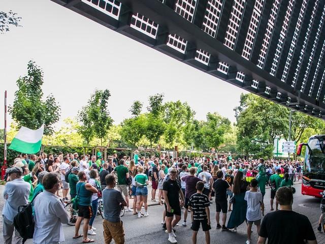 500 Werder-Fans vorm Stadion, Kohfeldt warnt