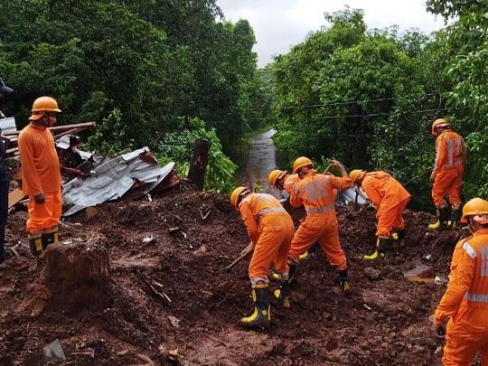 Indien - Mindestens 124 Tote durch Erdrutsche und Überschwemmungen