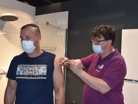 400 Menschen in Elmshorner Badausstellung geimpft