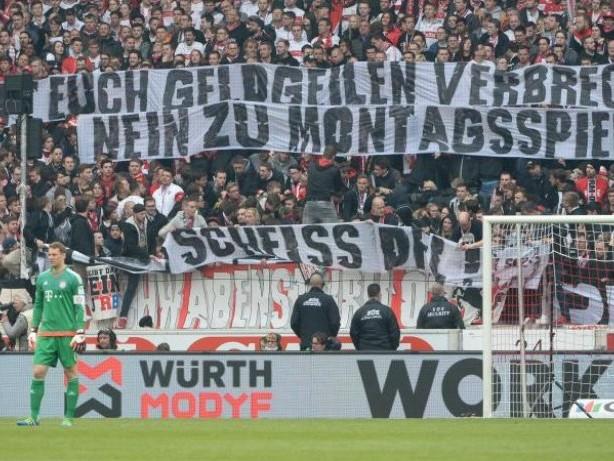 Fußball: Proteste bleiben friedlich: Frankfurt gewinnt gegen Leipzig