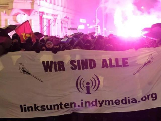 Leipzig - Steinwürfe und verletzte Polizisten: Indymedia-Demo läuft aus dem Ruder