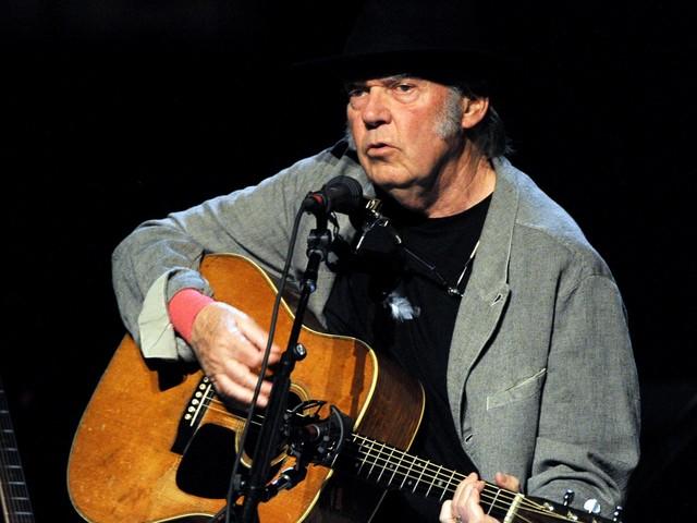 """Neil Young verurteilt Donald Trumps Verwendung von """"Rockin' In The Free World"""": """"Bin damit NICHT einverstanden"""""""