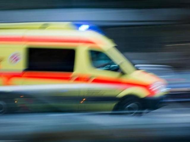 Polizei ermittelt wegen Nötigung - Auto lässt Rettungswagen mit Kind an Bord kilometerlang nicht überholen