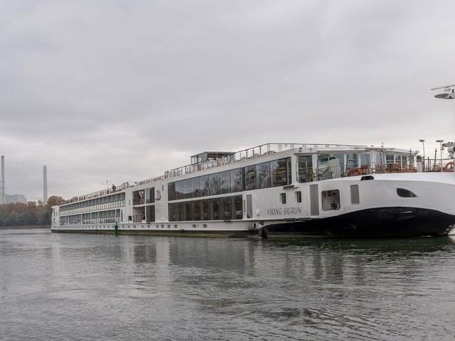 Rhein nach Havarie noch immer gesperrt