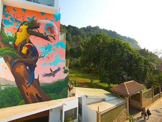 'Fragile' – Street Artist Dulk mit farbgewaltigem Mural in Jacó // Costa Rica