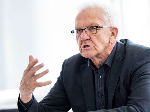 Kretschmann will auf Kostenbremse treten