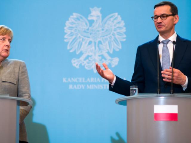 Merkel: Bei Ankündigung ihres polnischen Kollegen versteinert ihre Miene