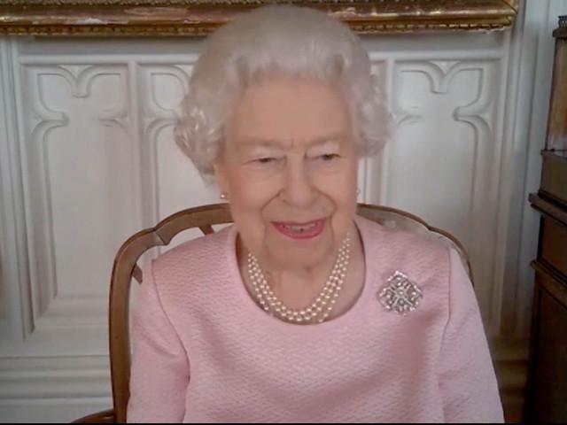 Queen scherzt bei Videokonferenz über sich selbst — und sorgt für Gelächter