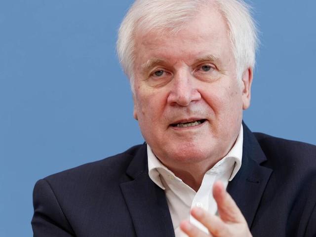 """Seehofer warnt vor Radikalisierung der """"Querdenker""""-Bewegung"""