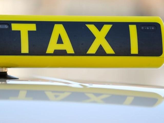 Vorfahrt für Elektro-Taxis am Hamburger Flughafen