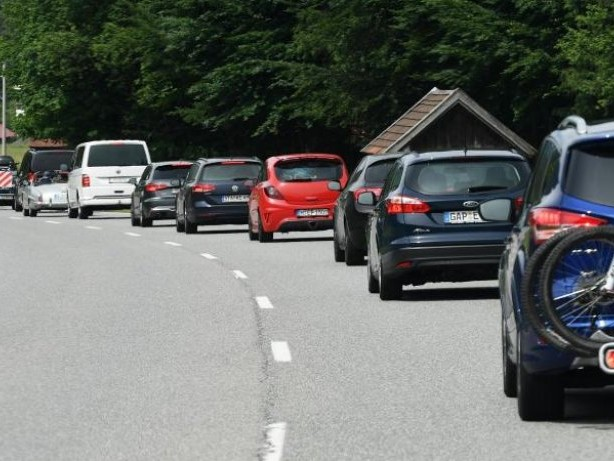 Verkehrslenkung: Tirol weitet Fahrverbote auf die Skisaison aus