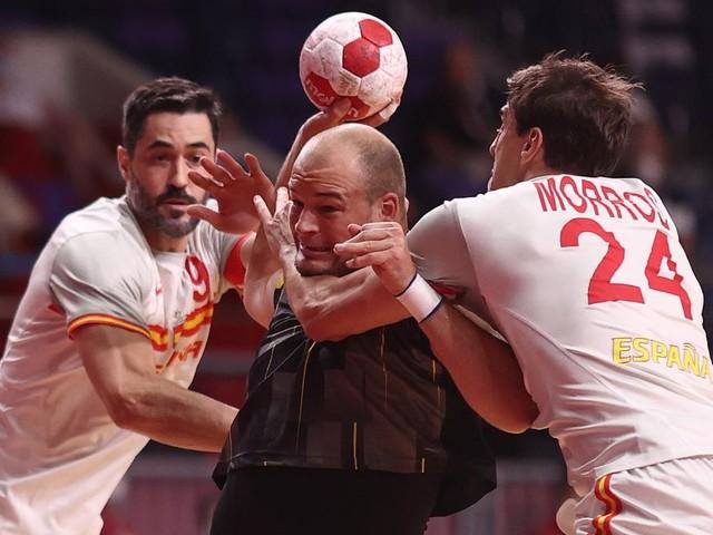 Deutsches Team unterliegt in Schlussminute und klagt Spanier an