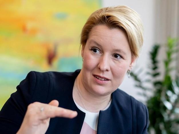Mogelei bei Arbeitszeiten?: Franziska Giffeys Ehemann verliert Beamtenjob