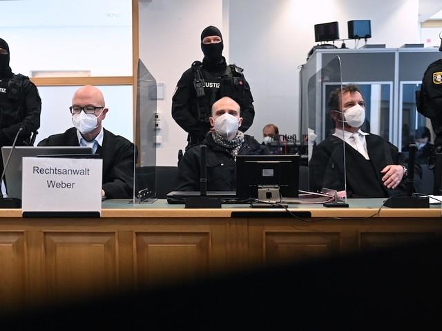Stephan B. erschoss zwei Menschen - Zehn Briefe in den Knast! Polizistin schrieb heimlich an den Attentäter von Halle