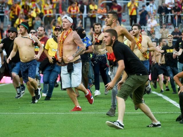 Ligue 1: Fast-Abbruch im Derby! Lens-Fans stürmen Platz gegen Lille