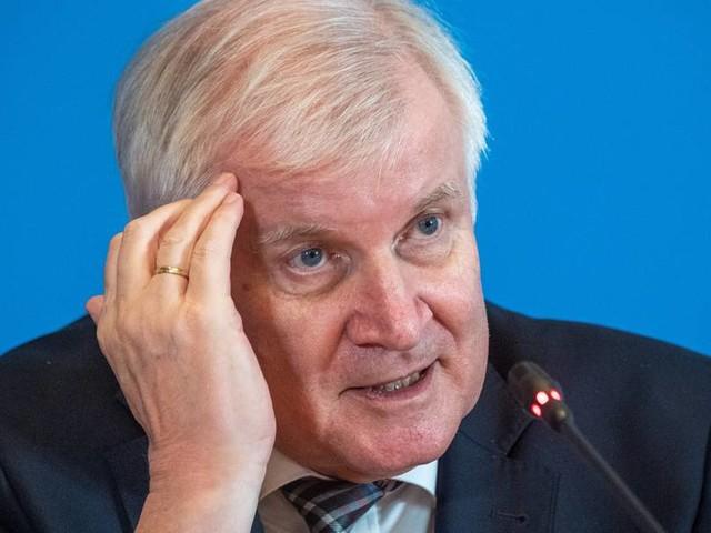 """Seehofer warnt vor Querdenkern: """"Sie können unser Land zersetzen"""""""