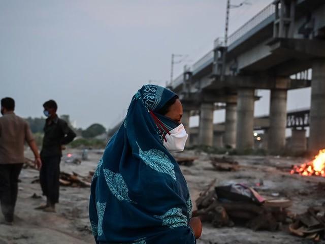 Dutzende Leichen mutmaßlicher Corona-Opfer am Ganges angeschwemmt