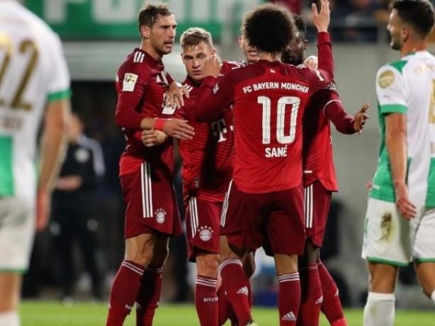 Sieg trotz Unterzahl: FC Bayern behauptet Tabellenführung