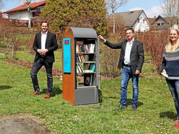 Literatur: Erndtebrück: Neuer Bücherschrank für die Edergemeinde