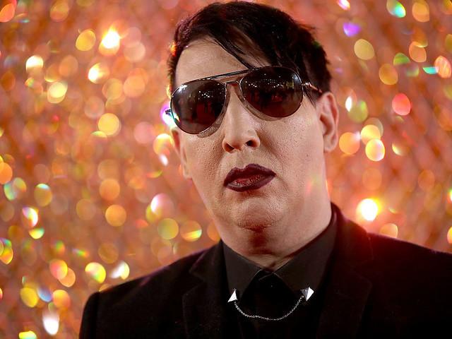 Marilyn Manson bei Konzert von Bühnen-Teil verletzt – Krankenhaus!