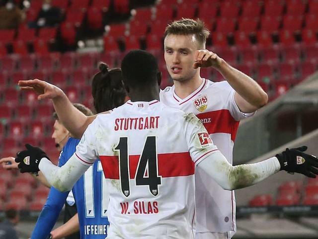 Stürmer des VfB Stuttgart: Sasa Kalajdzic und Silas Katompa Mvumpa grüßen aus der Reha