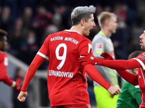 FC Bayern baut Vorsprung aus -Schalke 04 erster Verfolger