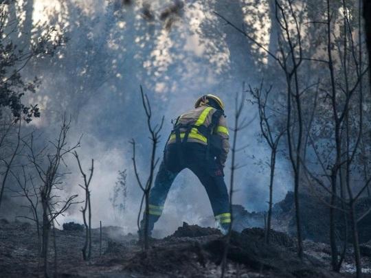 Spanien - Waldbrand westlich von Barcelona außer Kontrolle