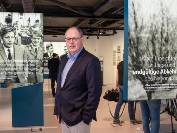 Ausstellungen: Schau über Helmut Schmidt eröffnet