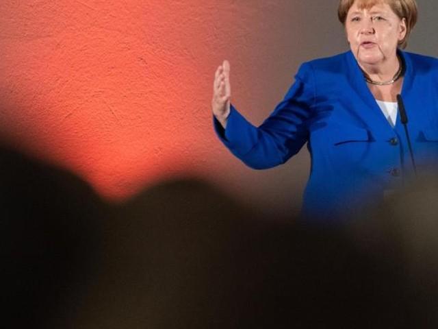Kanzlerin Merkel in Sachsen gefeiert und ausgebuht