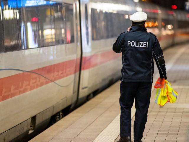 Bahnhof in Göttingen und ICE von Polizei geräumt