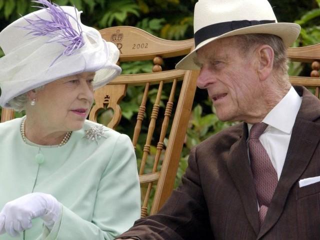Warum Queen Elizabeth auf der Beerdigung von Prinz Philip alleine sitzen muss