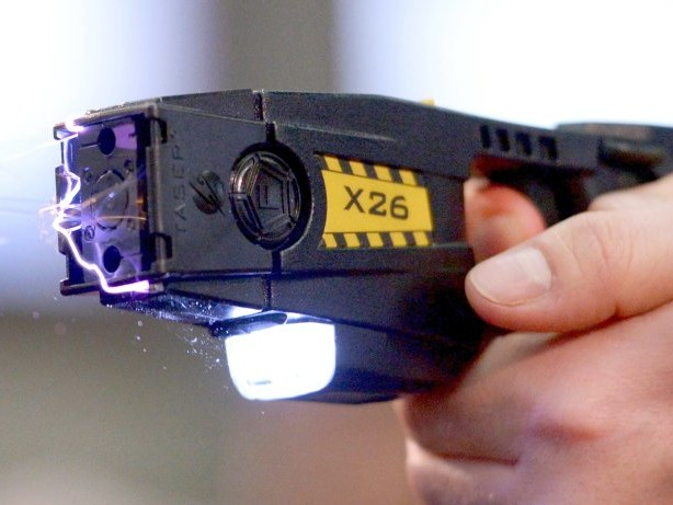 Wegen Rechtsunsicherheit: Berliner Polizisten scheuen sich, den Taser einzusetzen
