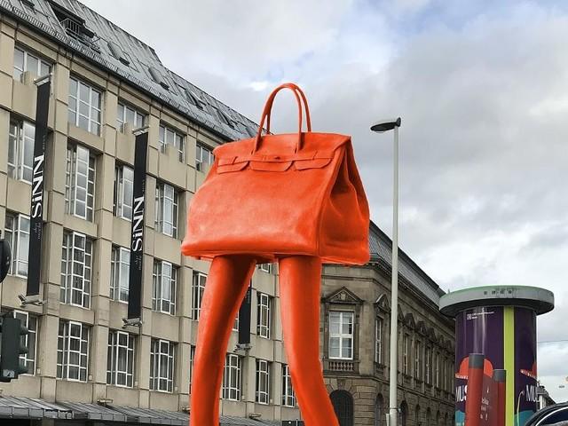 "Kultur in Bonn: Kulturausschuss stimmt gegen Kunstwerk ""Walking Bag"""