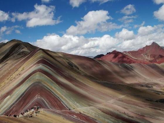 Berg in Regenbogenoptik: Zu Gast am Rainbow Mountain in Peru