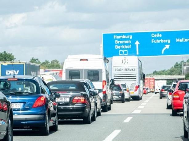 Verkehr: Volle Autobahnen an bundesweitem Ferienwochenende erwartet