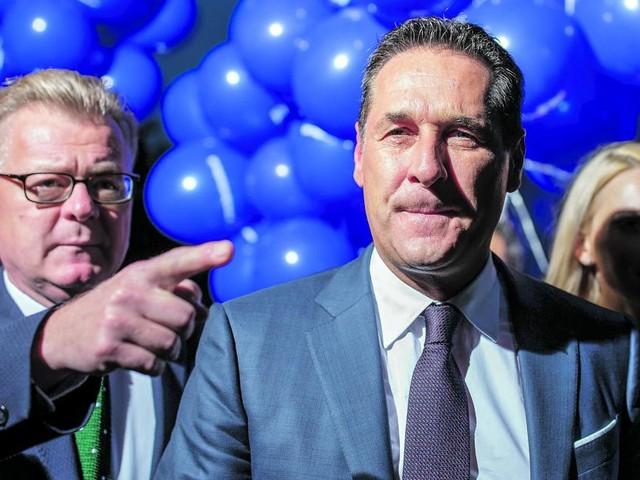 "Vom ""HC Man"" zum geschassten ""Red Bull Brother"": Der Fall des Heinz-Christian Strache"