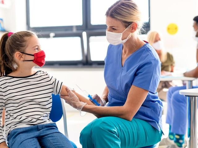 Corona-News: EU-Arzneimittelbehörde lässt Impfstoff von Biontech/Pfizer für Menschen ab zwölf Jahren zu ++ Kinder- und Jugendhilfe fordert Perspektiven jenseits der Impfung
