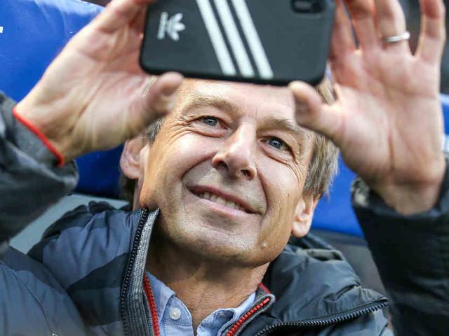 Sponsoren-Wirbel um Handy-Video: Klinsmann filmt Fans vor Anpfiff