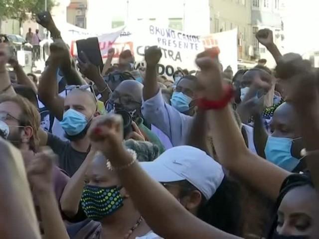 Video: Nach Mord an schwarzem Schauspieler: Proteste gegen Rassismus in Lissabon