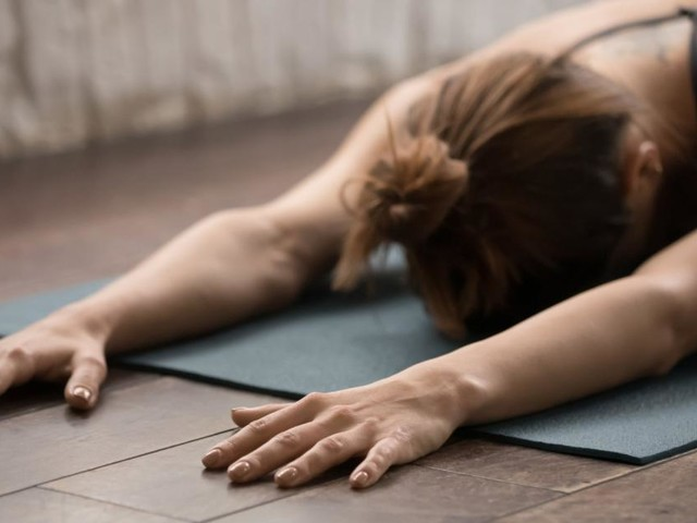Mit diesen Yoga-Übungen bleiben Sie stressfrei und fit im Home-Office