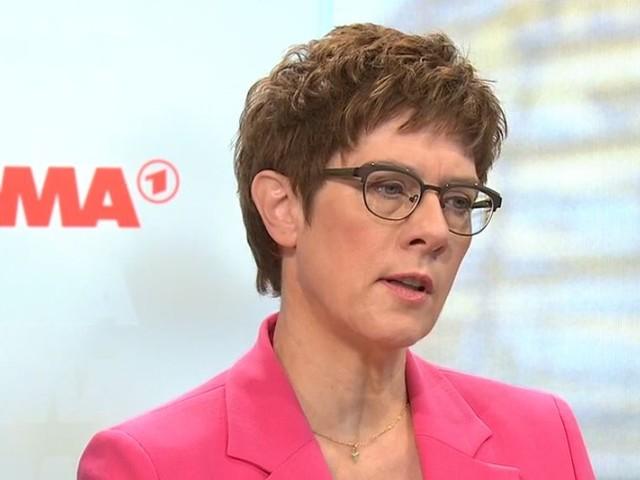 Die späte AKK – so weicht die CDU-Chefin im Moma-Interview aus
