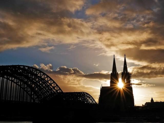 [GA+] Finanzbericht des Erzbistums: Kölner Kirche rutscht in die roten Zahlen