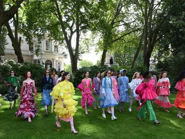 Die London Fashion Week ist zurück auf den Laufstegen