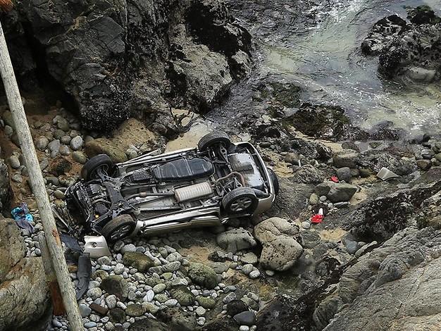 Mutter und Tochter tot: Auto stürzt von 30 Meter hoher Klippe