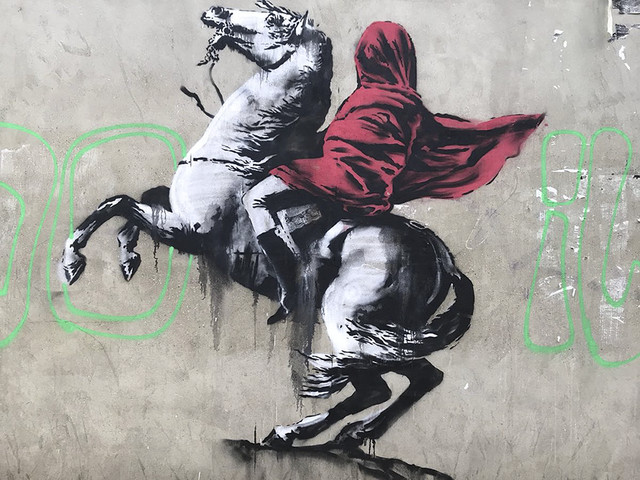 Banksys Antwort auf die 'unsägliche' Flüchtlingspolitik Frankreichs | Neue sozialkritische Murals in Paris aufgetaucht