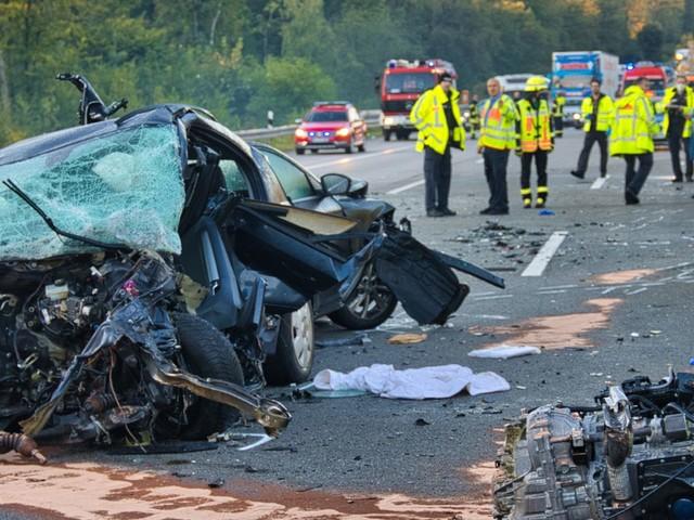 News vom Wochenende: Schwerer Verkehrsunfall auf A5 in Hessen – Mindestens vier Tote, drei Verletzte