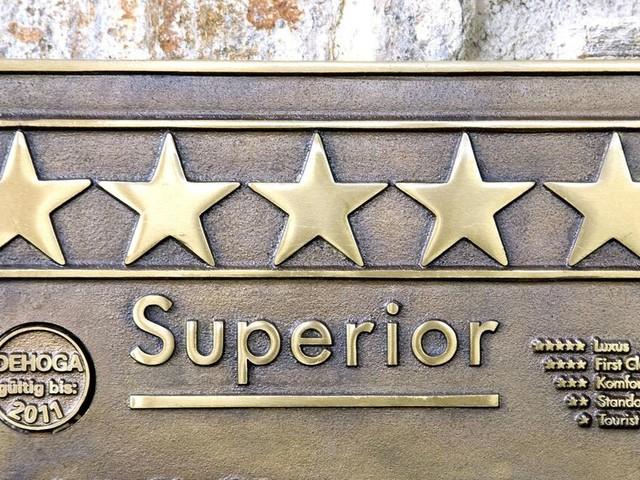 Wie bekommen Hotels ihre Sterne und welche landesspezifischen Unterschiede gibt es?