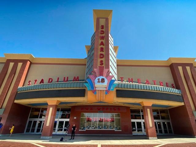 Kalifornien: Tödliche Schüsse in Kino in Corona – Verdächtiger festgenommen