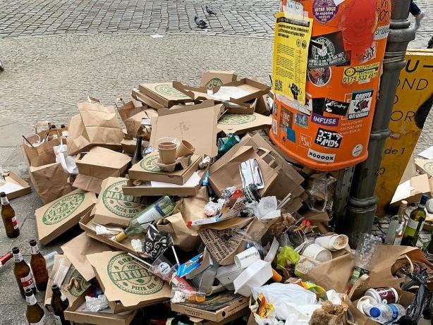 Umweltschutz: Berliner Parks ertrinken im Müll: Initiative verteilt Knigge